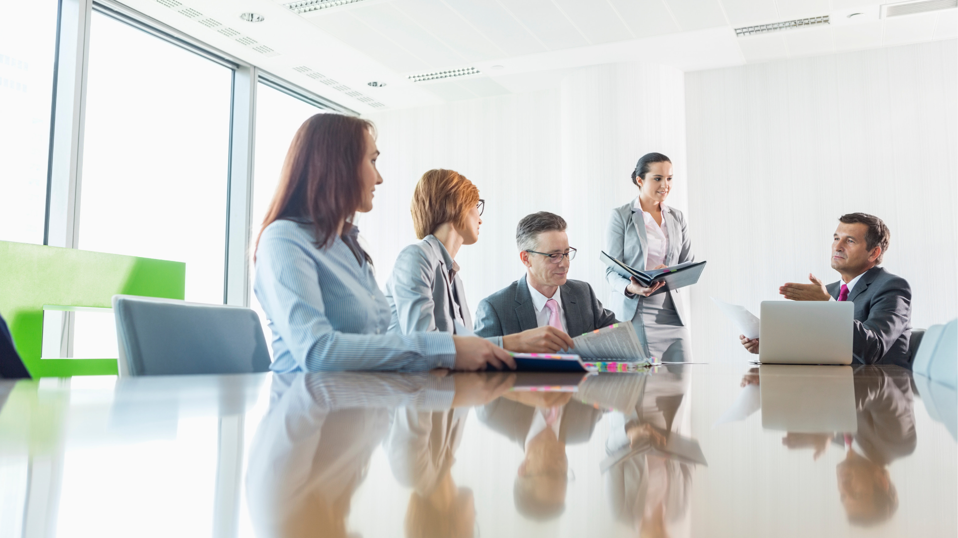 4 Ways To Lead Employees Through Organizational Changes